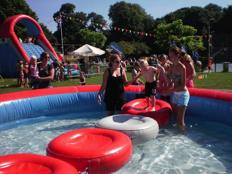 Zwembad incl loopmat zeskamp attractieverhuur timtom for Zwembad spel